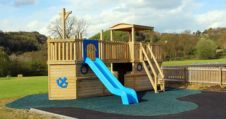 themed playground equipment for adventure farms and parks